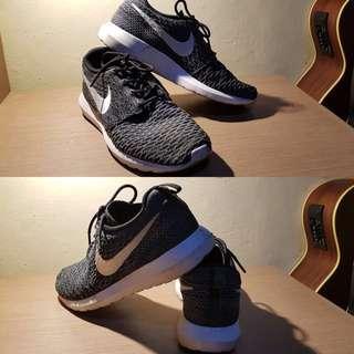 Original Nike Roshe run BW