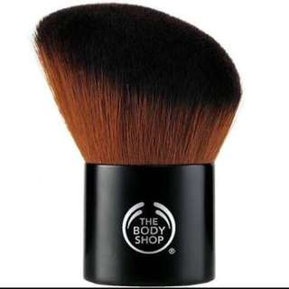 The Body Shop slanted bronzer powder kabuki brush