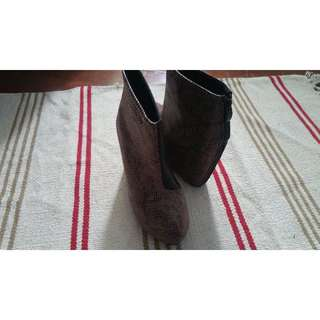 #大掃除五折 蛇紋黑皮楔型跟鞋
