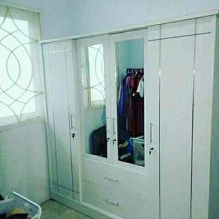 Lemari pakaian pintu 4