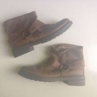 TAN WINTER LEATHER BOOTS