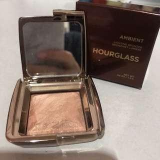 Travel Size Hourglass Bronzer - Radiant Bronze Light
