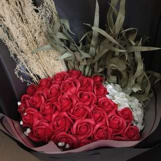 情人節 29朵玫瑰花配繍球香皂花束 超大花束永不凋謝 最後2束🌺🌸🌷 欲購從速