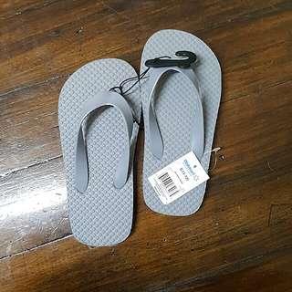 (Grey) flipflops for boys