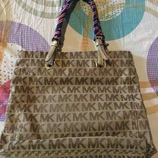 REPRICED!!!!! Mk large preloved original with flaws sa handle but my twilly naman..helping a friend 😄😄😄
