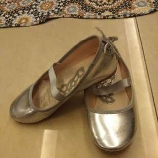 Butterfly shoes (size 32)