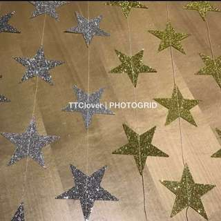 $2.50 per set: 4m glitter star garland