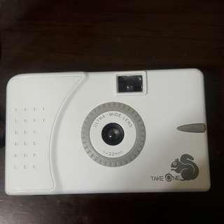 🚚 懷舊小松鼠take one ultra wide &slim camera底片相機