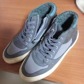 Zara Collection boy's shoe 32/33