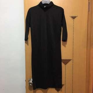 中袖黑色連身裙