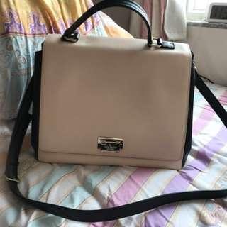 Kate Spade pink & black bag. 90%new, 用左十次以內。容量大,非常靚😍100real!!! 屋企太多袋,所以岀售。