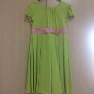 Pleated dress with pink ribbon