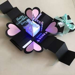 Valentine explosion box with lighthouse, 8 waterfall, pull tabs in black, Tiffany and pink