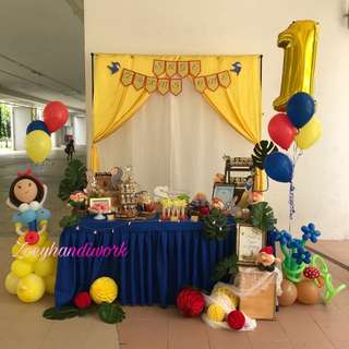 Snow white themed balloon decoration