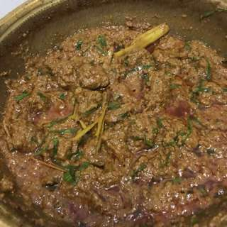 Rendang daging / beef rendang (halal)