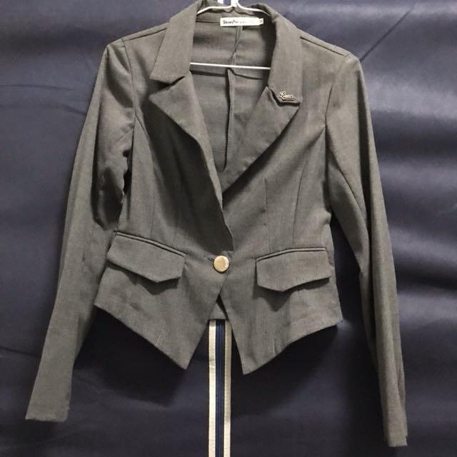薄款短版西裝外套