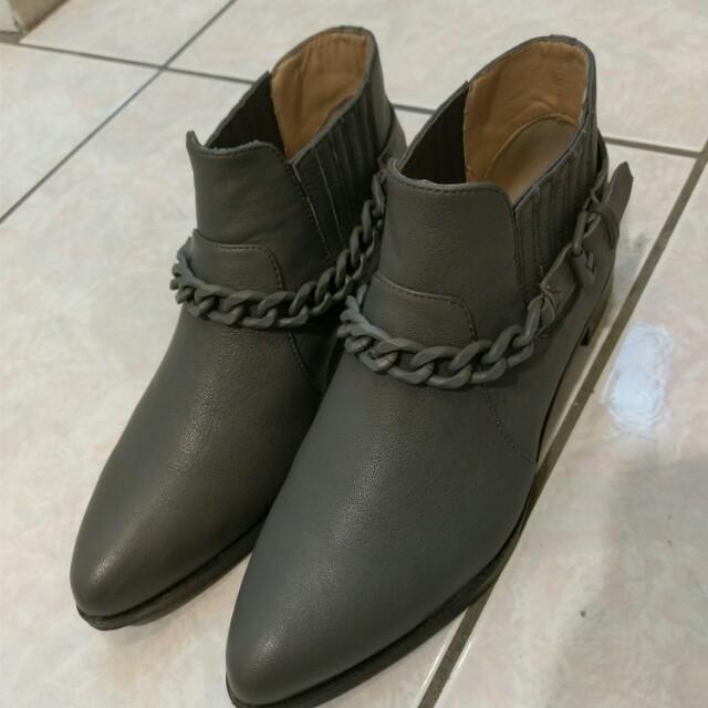 #大掃除五折 真皮 個性 百搭 質感 灰 鐵灰 尖頭 平底 短靴 23號 36號