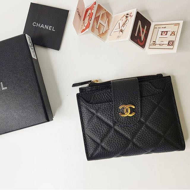 e02df3bedd1754 Chanel Small Wallet, Women's Fashion, Bags & Wallets on Carousell