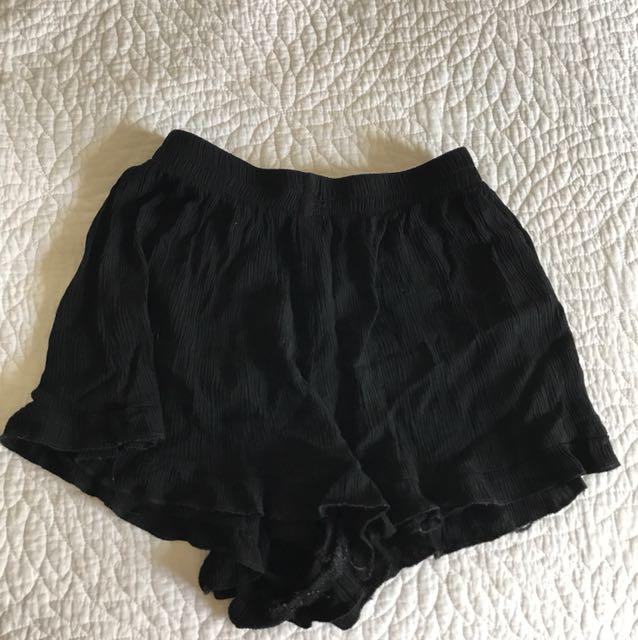 Comfy flowy shorts Size8