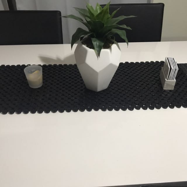 Elegant Table runner black