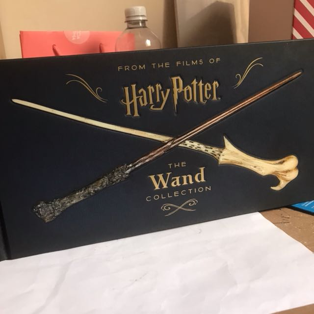 HARRY POTTER - The wand collection