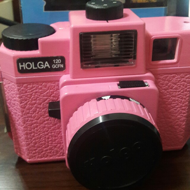 已絕版懷舊holga 120GCFN玻璃鏡頭彩閃光粉紅底片相機