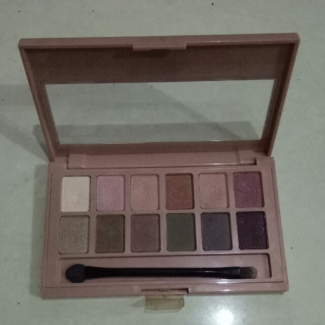 Maybelline the blushing nudes eyeshadow palette