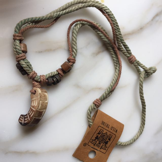 Necklace (olive green coloured)
