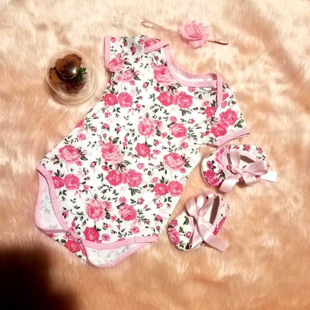 NEW!Onesie with shoes 6-12mos