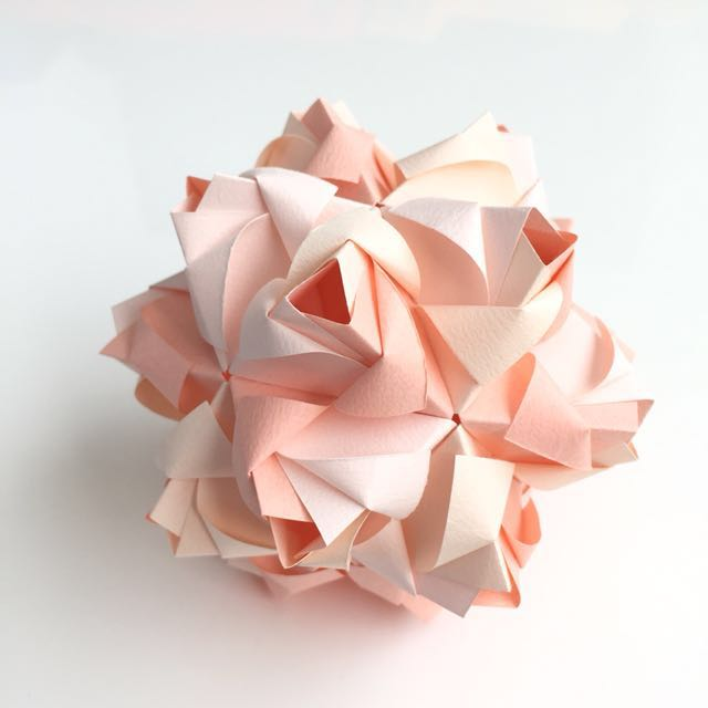 Origami flower ball (kusudama)
