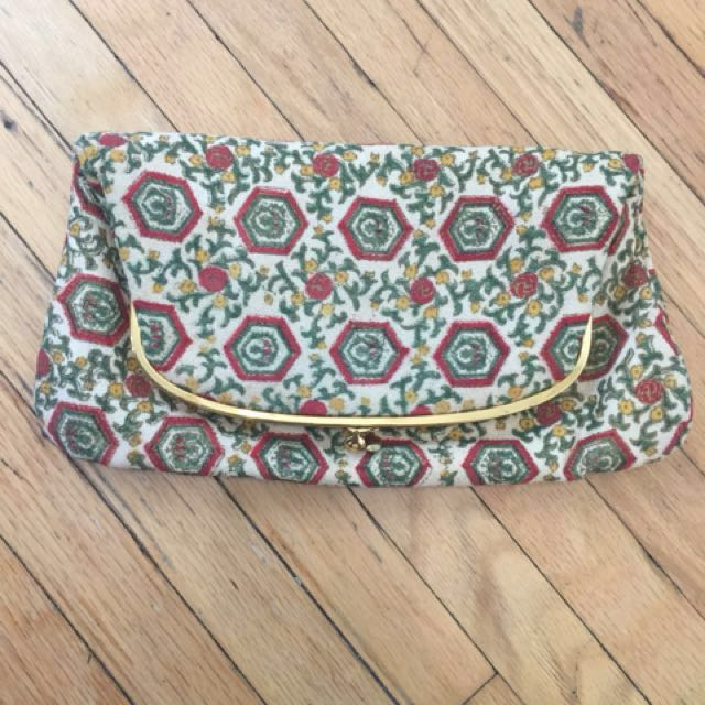 *PRICEDROP* Vintage Fold Over with matching change purse