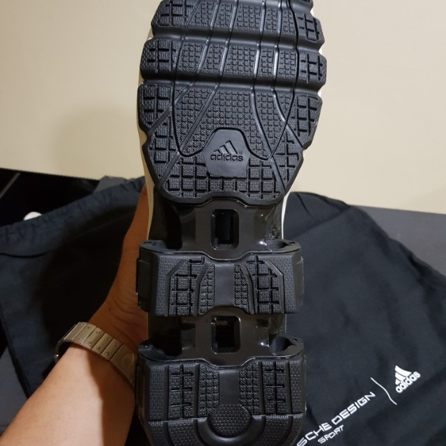 4dca3d2d8 Sepatu Adidas Porsche Design Bounce S4 2.0 dengan pegas di bagian tumit