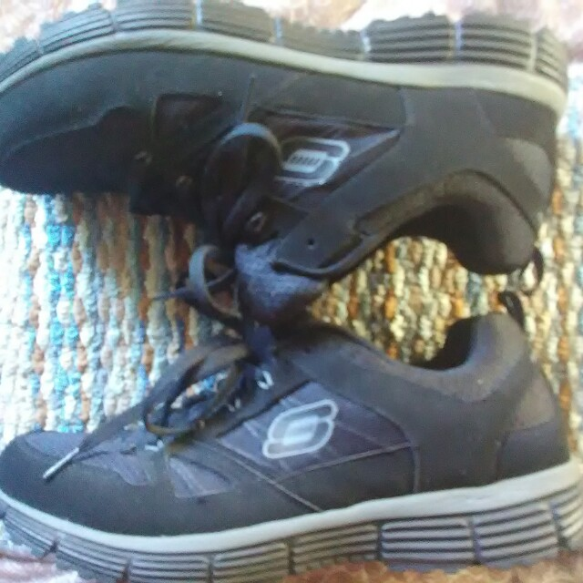 Sketchers Sneakers Size 11 Brand new