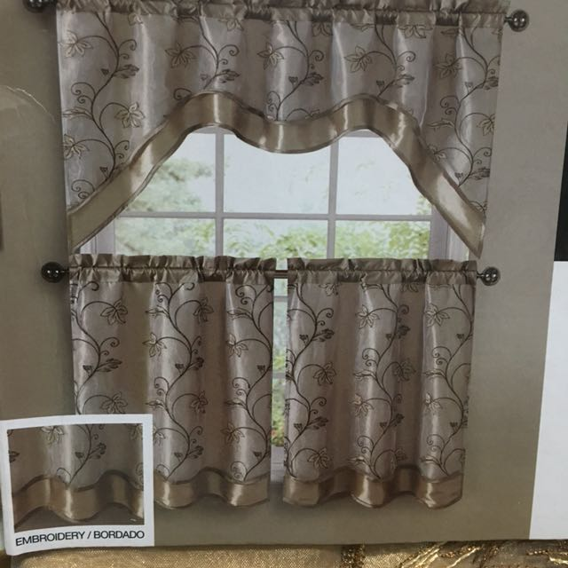 VCNY Embroidery Kitchen Curtain Set