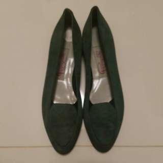 * Women's shoes