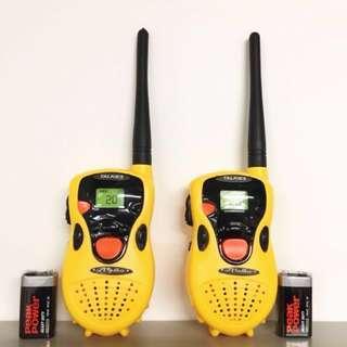 ㊗️💰標價八折 - 新年限時優惠💰㊗️【TALKIE】一套兩部對講機 黃色 接收範圍30米內 連2粒9V電池