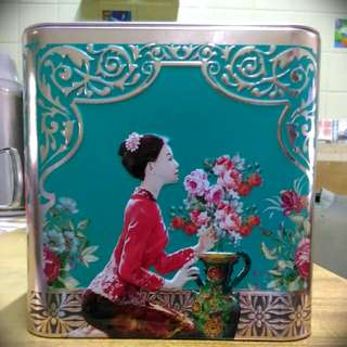 Nonya Theme Tin Coin Box in Red/Turquoise Colour