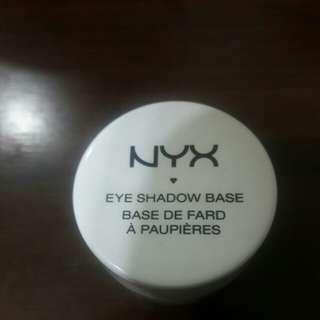 🚚 Nyx白色眼影打底膏