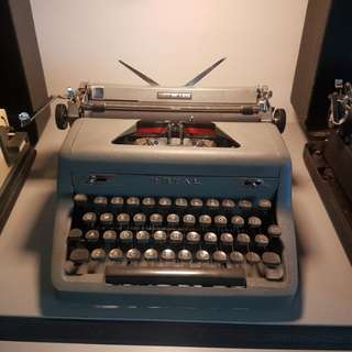 royal qdl typewriter