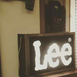 Lee 燈箱