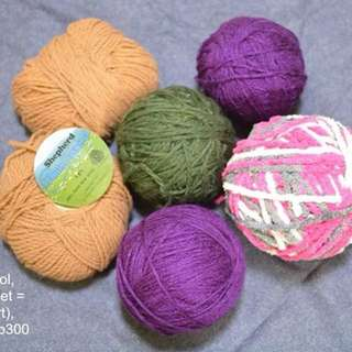 Assorted yarns set A