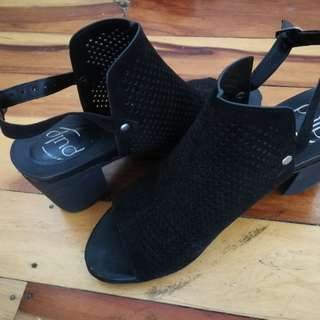 Pulp shoes size 9