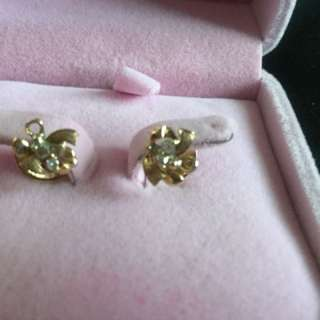 Solid gold earrings with diamonds