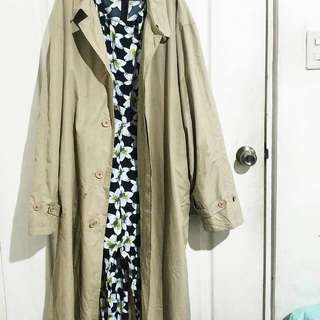 Basic lightweight trench coat