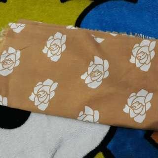 Jilbab motif bunga