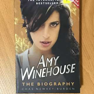 Preloved book - Books - Amy Winehouse - The Biography