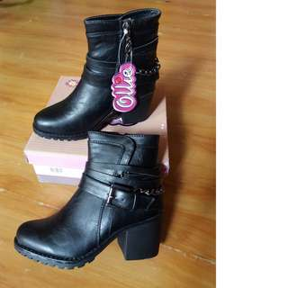 Black Ollie Boots
