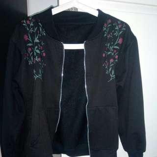 Bomber jacket model sweater hitam