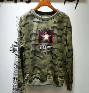 Sweater army cewe