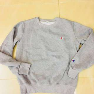 Champion in grey sweater (like new)